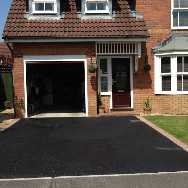 Sealing Tarmac Driveways